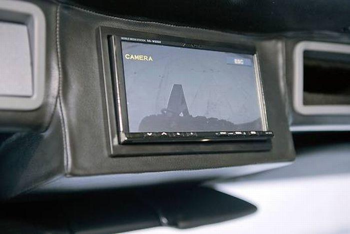 Шикарная машина для отдыха Hunter X6 (24 фото)