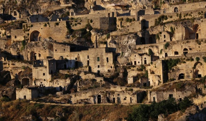 10 загадочных городов, которые построены в пещерах