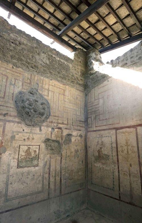 Эротические фрески на стенах борделя в Помпеи