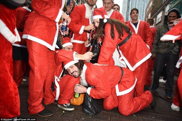 Пьяный «Santacon» в Лондоне