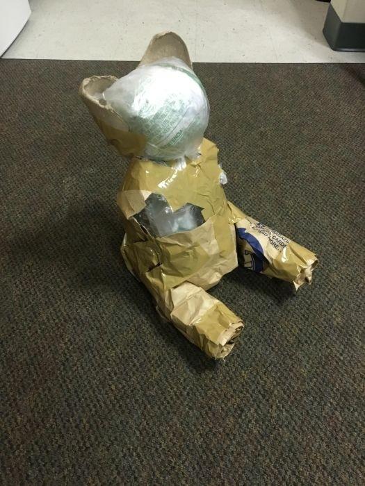 Парень замаскировал подарок с помощью оригинальной упаковки