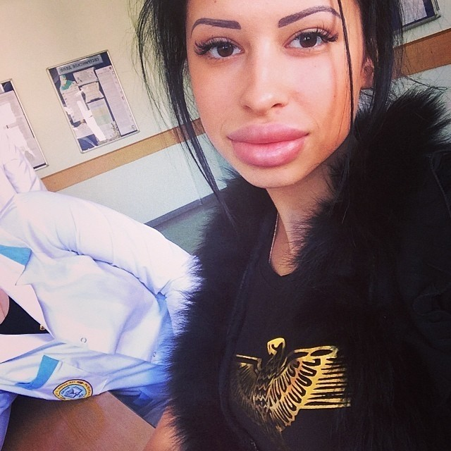 Пухлые губки Анны