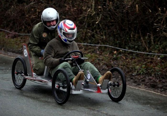 Сумасшедшие гонки (12 фото)