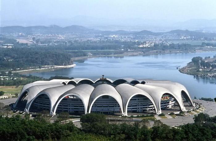 Крупнейшие в мире здания (15 фото)
