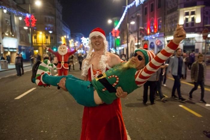 Англичане продолжают готовиться к Рождеству