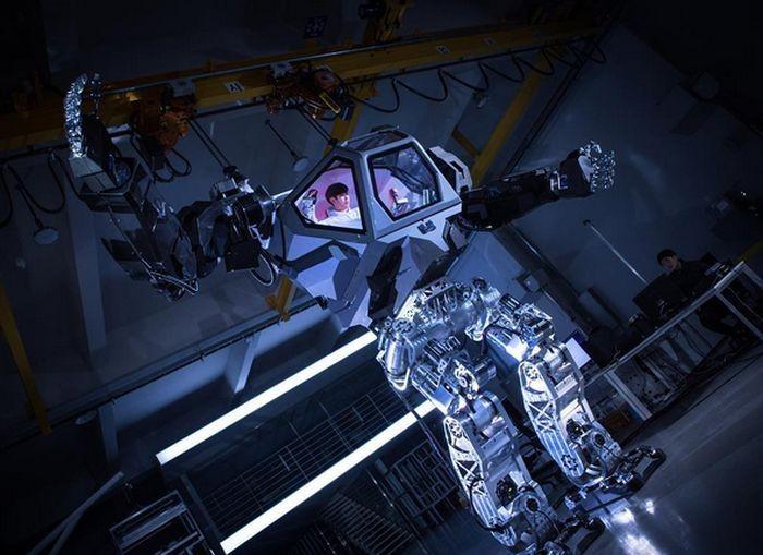 В Южной Корее создали прототип огромного робота, управляемого человеком (3 фото)
