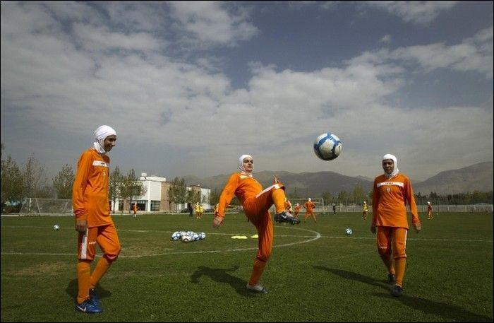 Иранский женский футбол (7 фото)