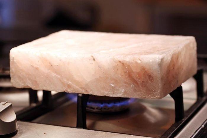 Соляной камень, как альтернатива сковороде
