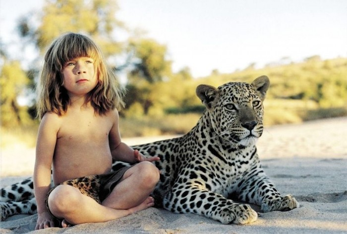 Жизнь маленькой девочки среди диких животных