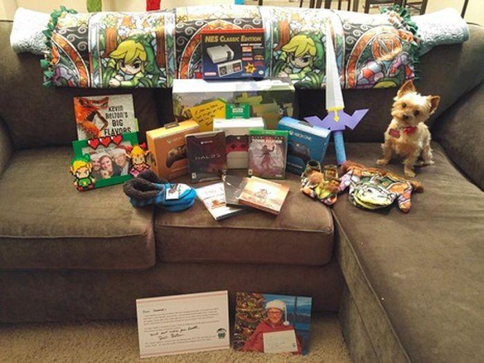 Билл Гейтс осыпал незнакомую девушку рождественскими подарками (13 фото)