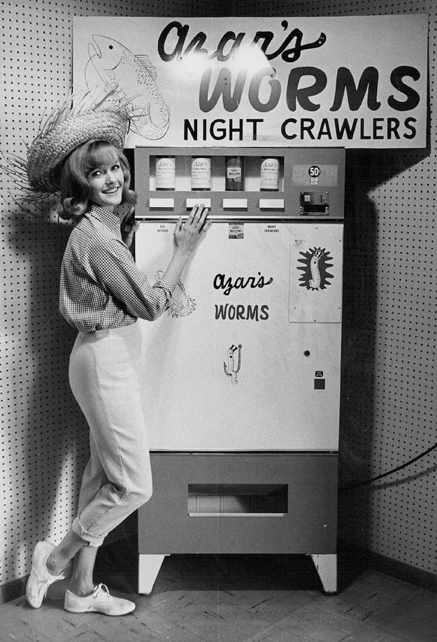 Все на продажу. Самые необычные торговые автоматы (12 фото)