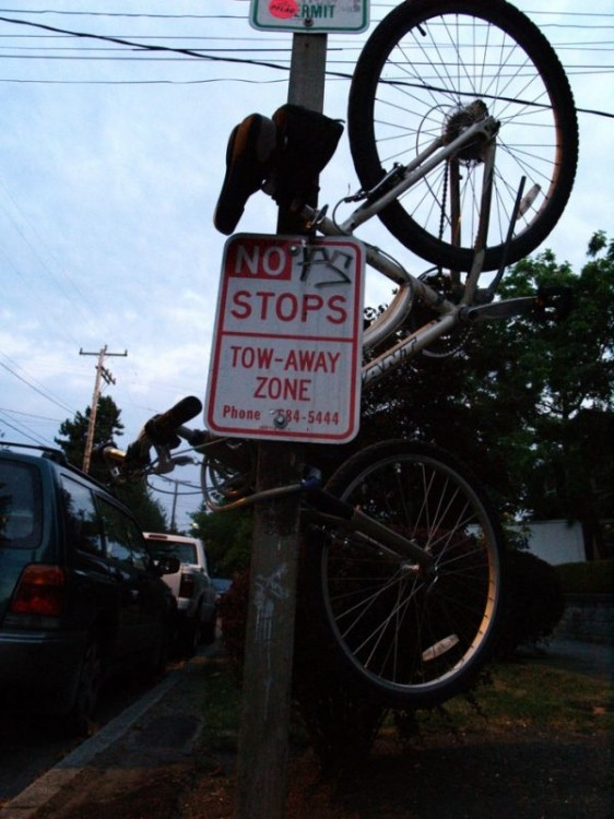 Забавные способы припарковать велосипед