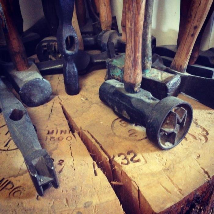 Необычные экспонаты музея молотков на Аляске
