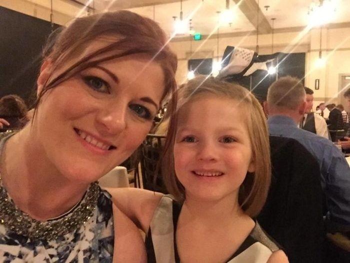 6-летняя девочка взломала смартфон мамы