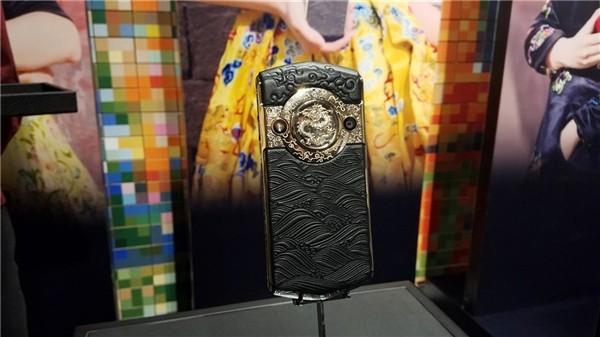 В Китае создали «клон» Vertu с камерой на 30 МП (2 фото)