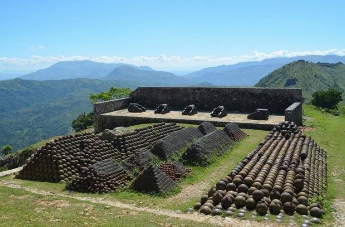 Цитадель Лаферьер на Гаити (7 фото)