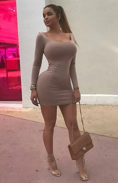 Девушки в обтягивающих платьях