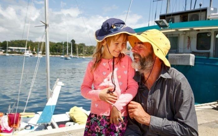 Новозеландец с дочерью 27 дней дрейфовали в море на сломанном катамаране