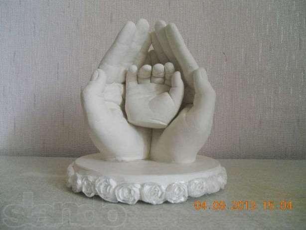Родители делают безумные слепки младенческих рук, ног и поп (13 фото)