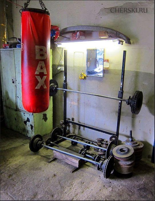 Качалка в автомастерской (9 фото)
