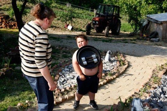 Мальчик - магнит (6 фото)