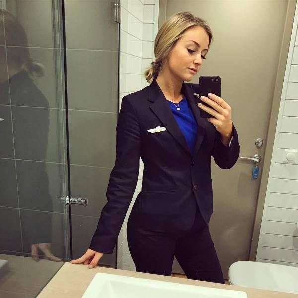 Прекрасная стюардесса Скандинавских авиалиний