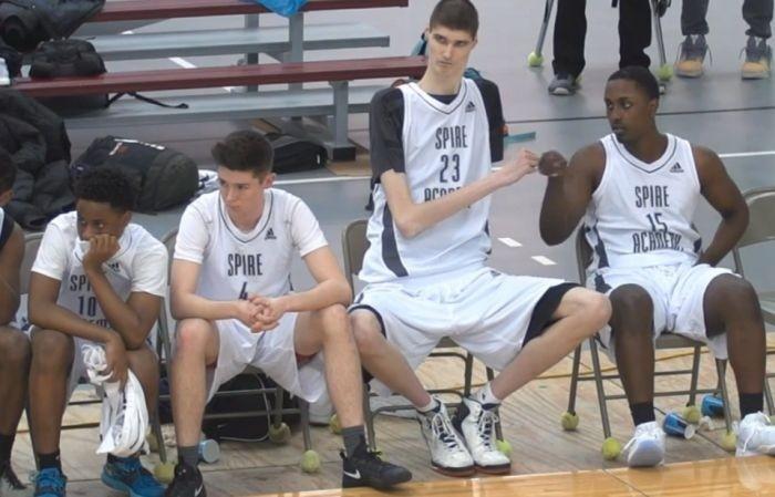 16-летний баскетболист может стать самым высоким профессиональным игроком в истории NBA