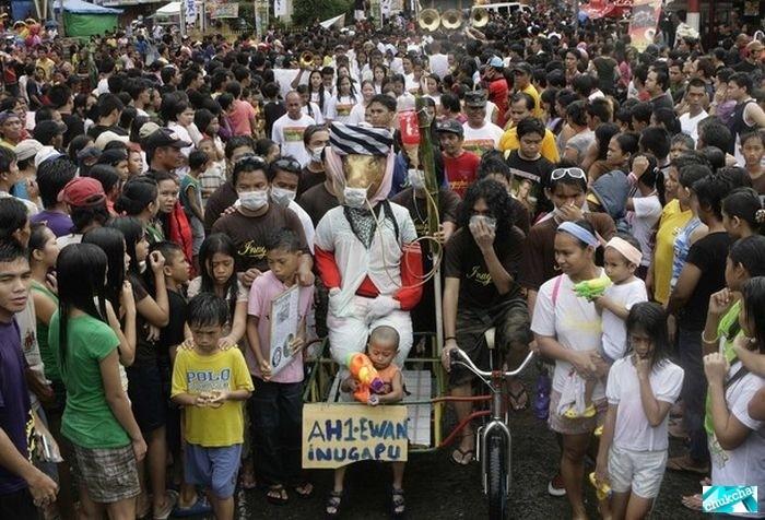 Ежегодный парад жареных поросят (18 фото)