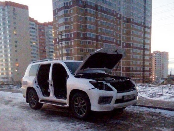 В Ростове-на-Дону автоворы разобрали внедорожник Lexus