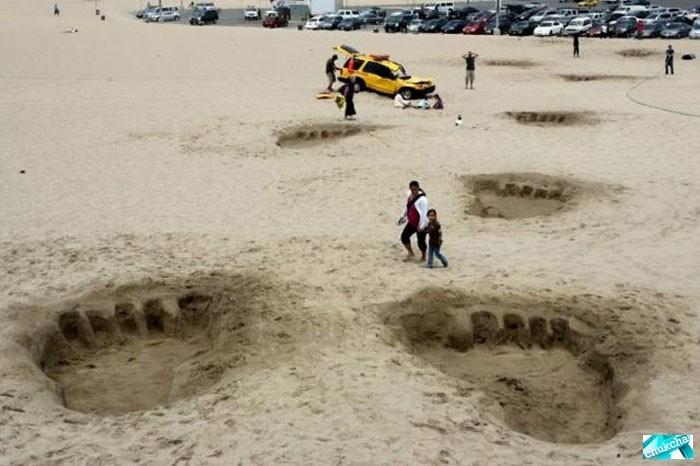 Забавная шутка на пляже (4 фото)