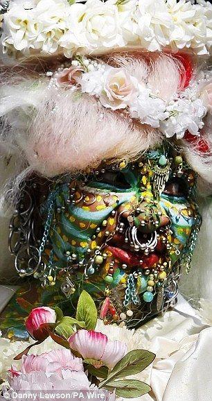 Самая пирсингованная невеста (5 фото)
