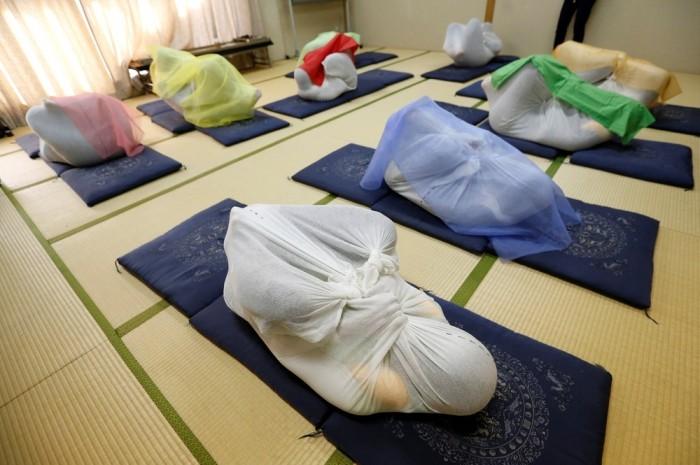 Пеленание взрослых в Японии