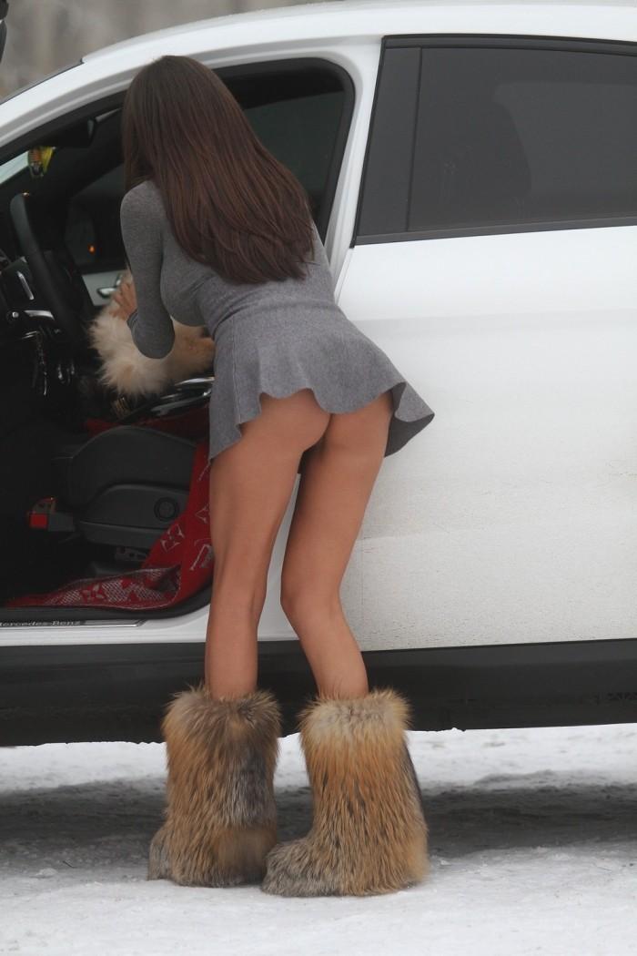 Сорая Вучелич в коротеньком платье без белья