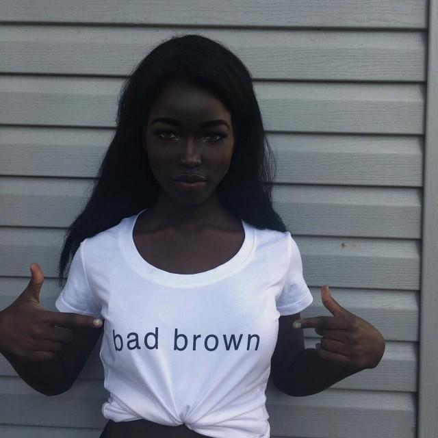 Темнокожая девушка покорила сеть экзотической внешностью