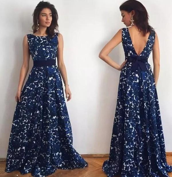С платьем что-то явно не так