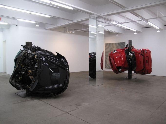 Скульптуры из разбитых машин (8 фото)
