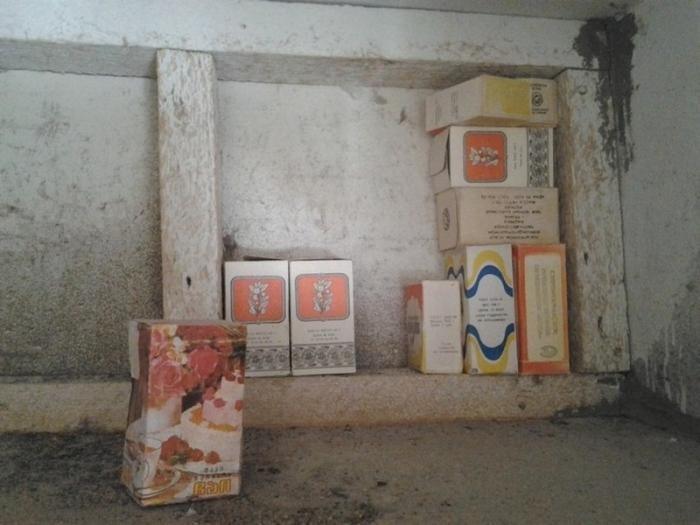 Старые запасы в купленной квартире (10 фото)