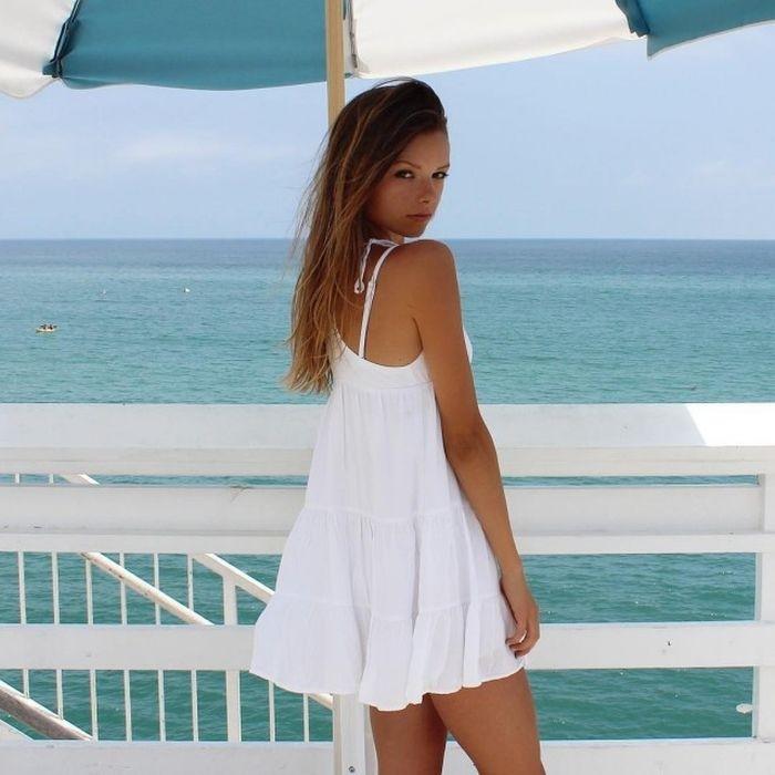 Девушки в коротких платьях