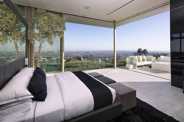 В Беверли-Хиллз продают роскошный особняк за 100 миллионов долларов