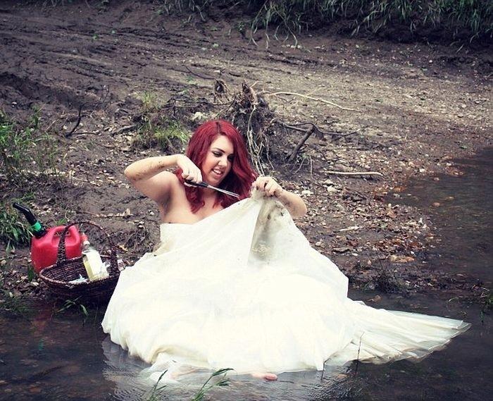 Девушка отпраздновала развод фотосессией с уничтожением свадебного платья