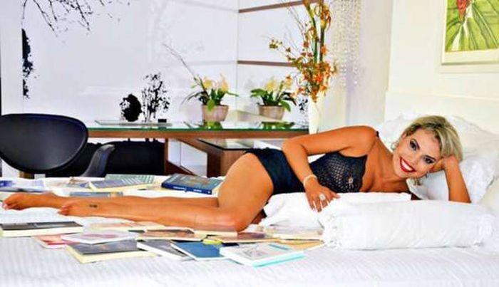 Бразильянка променяла работу юриста на занятие проституцией (10 фото)