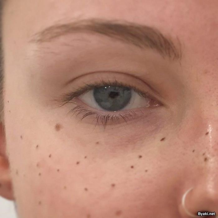Новый модный тренд: татуировки-веснушки на лице