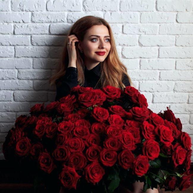 В Москве появился сервис аренды огромных букетов для фото к 8 марта (5 фото)