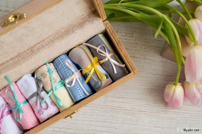 «Консервированные носки» для женщин к 8 Марта с сюрпризом (4 фото)