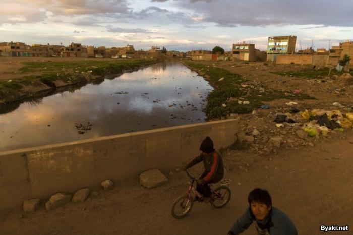 Озеро Титикака постепенно превращается в каку (21 фото)