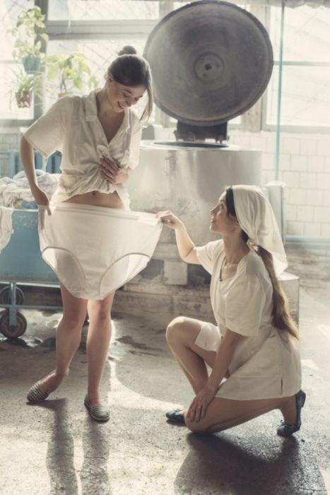 Девушки в прачечной