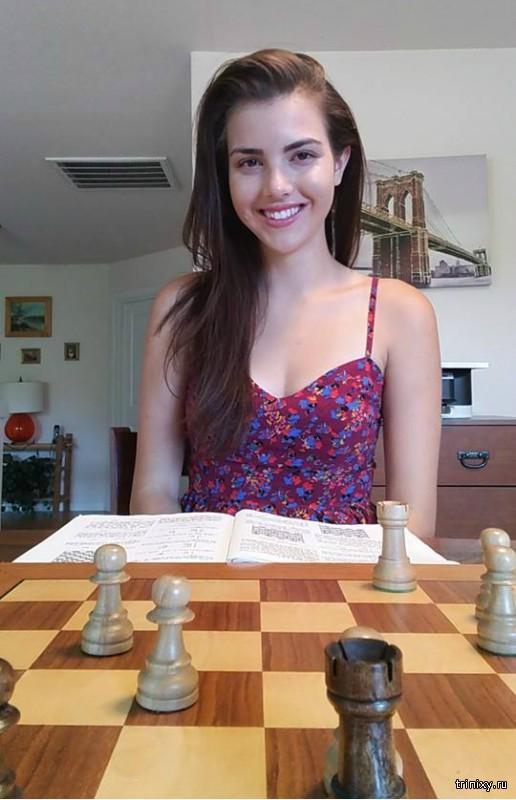 Самая привлекательная шахматистка в мире (12 фото)