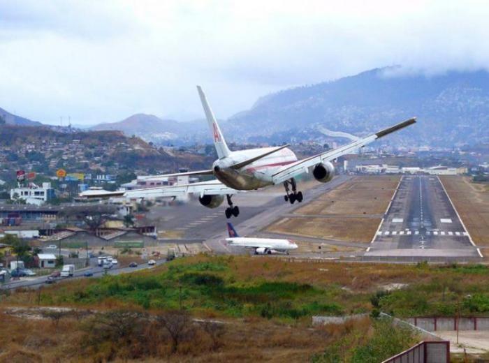 Топ 10 самых опасных аэропортов мира