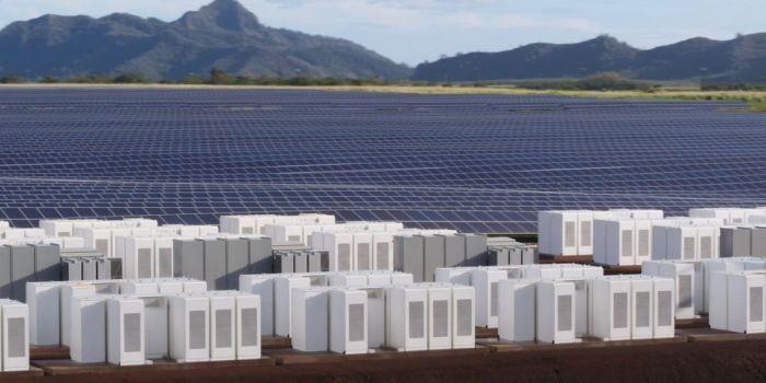 Tesla построила комплекс, который обеспечит солнечной электроэнергией остров на Гавайях