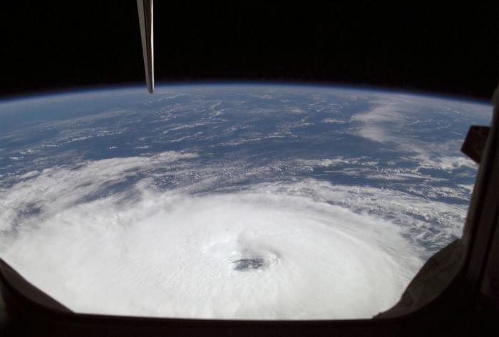 Ураганы – вид из космоса (10 фото)